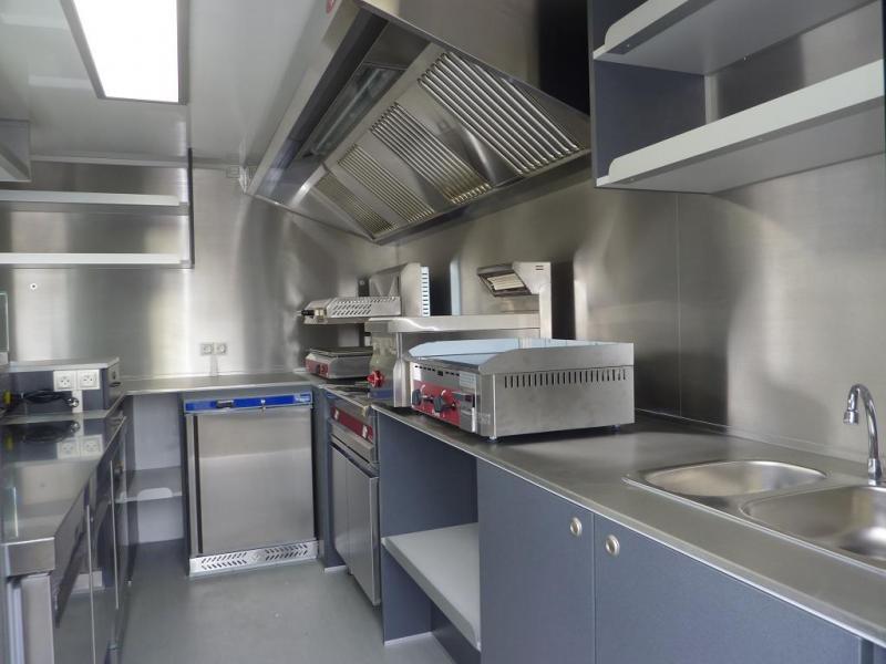 Achat food truck d occasion u car 33 - Decoration interieur camion ...