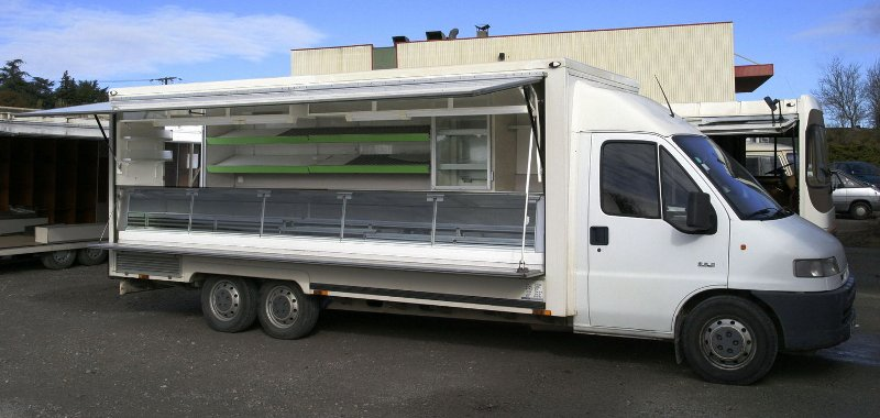 Camion magasin poissonnerie d occasion u car 33 for Remorque cuisine occasion