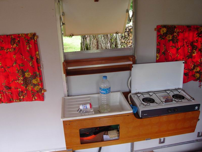 Interieur caravane pliante u car 33 for Peindre interieur caravane