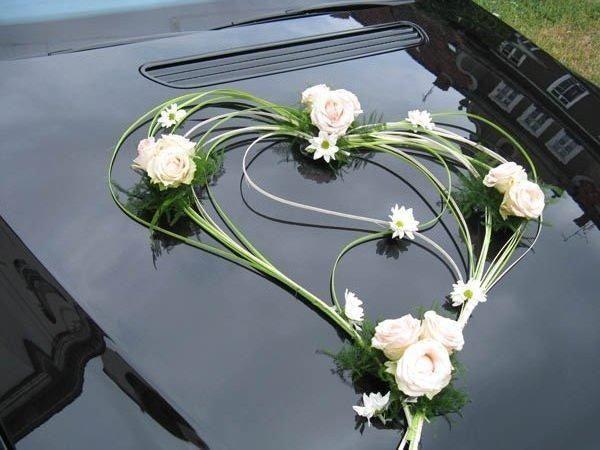 fleurs voiture mariage capot. Black Bedroom Furniture Sets. Home Design Ideas