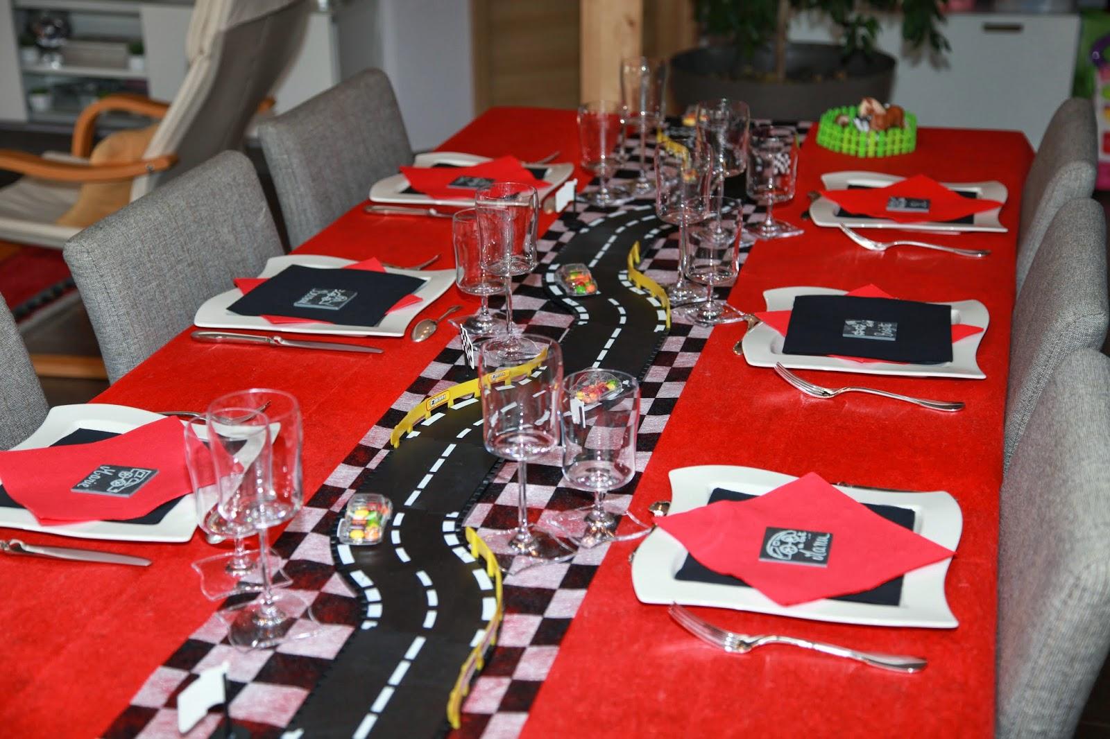 decoration de table voiture. Black Bedroom Furniture Sets. Home Design Ideas