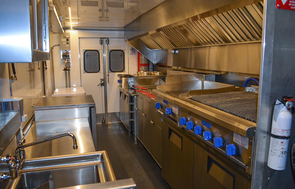 food truck interieur u car 33. Black Bedroom Furniture Sets. Home Design Ideas