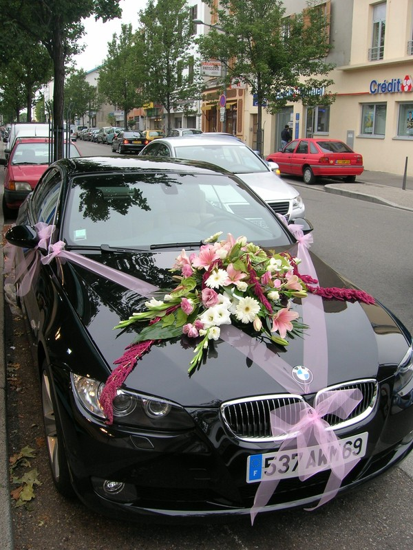 fleur capot voiture mariage u car 33. Black Bedroom Furniture Sets. Home Design Ideas